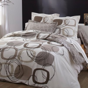 choisir son linge de lit de couple avec pauline et pierre. Black Bedroom Furniture Sets. Home Design Ideas