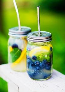 Detox water : Eau-et-citron-et-myrtille