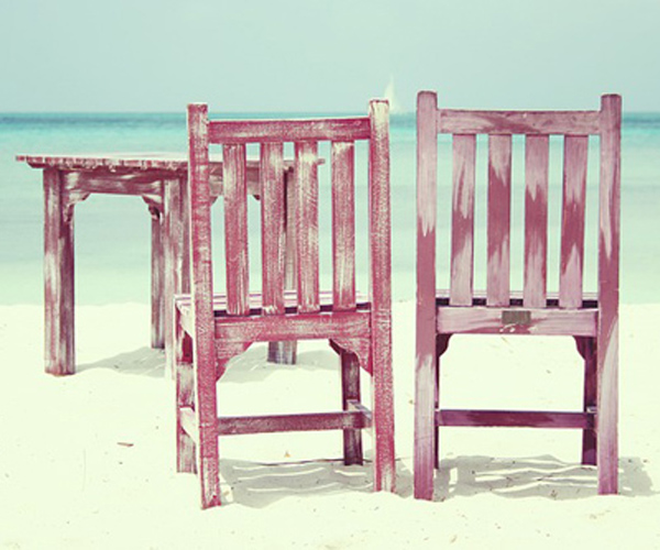 chaises peintes a la main