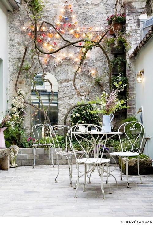 cour-intérieure-table-fer-blanc