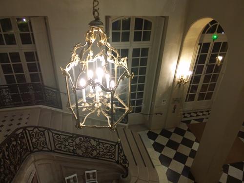 lustre escalier rodin
