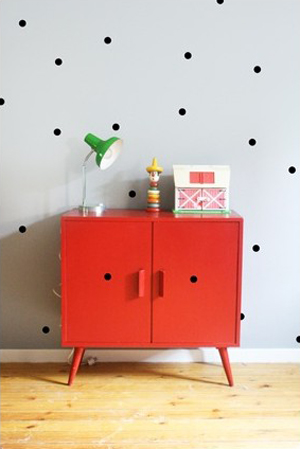 commode rouge pois-noirs